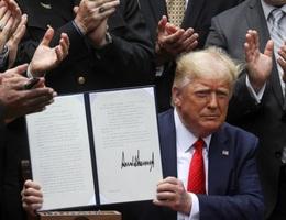 Ông Trump ký lệnh cải tổ cảnh sát Mỹ sau nhiều tuần biểu tình rúng động