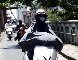 Người Hà Nội quay cuồng trong nắng nóng trên 40 độ C
