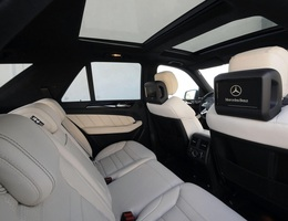 Cửa nóc xe Mercedes-Benz nổ tung dưới trời nắng, chủ xe khởi kiện