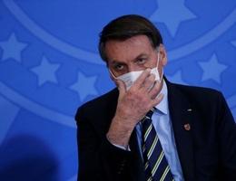 Hơn 63.000 người chết, Tổng thống Brazil vẫn nới lỏng luật đeo khẩu trang