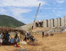 Cho rằng chưa đền bù thỏa đáng, dân lập trại ngăn cản thi công hồ Mỹ Lâm