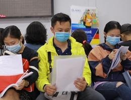 TPHCM: Công nhân thất nghiệp chấp nhận mức lương thấp để có việc làm