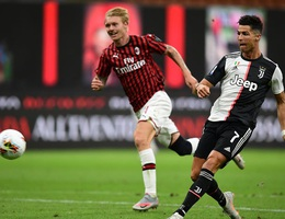 Ronaldo vẫn cười tươi trong ngày Juventus bại trận trước AC Milan