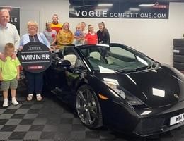 Éo le cụ bà không biết lái xe lại trúng thưởng Lamborghini Gallardo