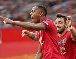 """Man Utd 2-2 Southampton: """"Quỷ đỏ"""" mất chiến thắng ở phút bù giờ"""