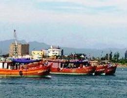 Hàng chục tàu cá Việt Nam bị tàu Trung Quốc rượt đuổi
