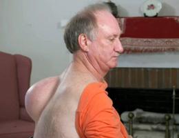 Người đàn ông được giải thoát khỏi khối bướu nặng 6kg mọc trên lưng