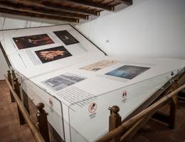 Chiêm ngưỡng cuốn sách được làm thủ công lớn nhất thế giới - nặng 1420 kg