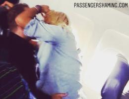 """Sốc với cặp đôi """"yêu"""" cuồng nhiệt trên máy bay như chốn không người"""