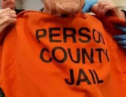 Cụ bà được gửi vào tù để mừng sinh nhật 100 tuổi