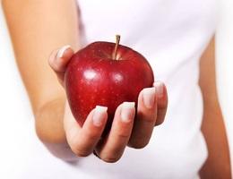 Con đánh rơi táo từ tầng 24, cha mẹ phải bồi thường hơn 6 tỷ đồng