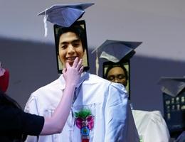 Lễ trao bằng tốt nghiệp kỳ lạ trong mùa dịch corona