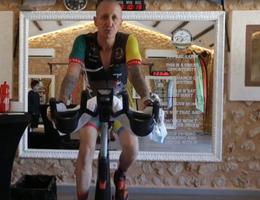Lập kỷ lục Guinness nhờ đi xe đạp trong nhà suốt 297 giờ