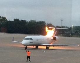 """Mỹ: Máy bay bắt lửa khi khởi động, 50 hành khách """"hú vía"""""""