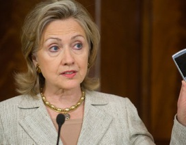 Bà Clinton giao nộp máy chủ chứa email cá nhân cho FBI
