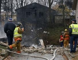 Mỹ: Máy bay lao vào khu dân cư, 9 người chết