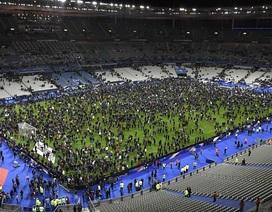 Bom nổ nghe rõ mồn một bên trong sân vận động tại Paris