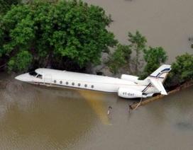 Ấn Độ: Mưa lũ làm 280 người chết, cuốn trôi cả máy bay