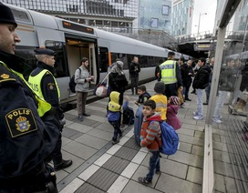 Thụy Điển tính trục xuất 80.000 người tị nạn, Đan Mạch tịch thu tài sản