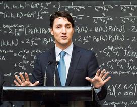 """Bị hỏi """"xoáy"""", thủ tướng Canada giải đáp gây thán phục"""