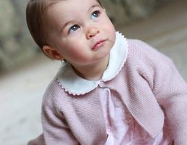 Công chúa nhỏ nước Anh tròn một tuổi siêu dễ thương