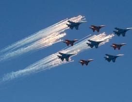 Chiến đấu cơ Nga trở về từ Syria phô diễn sức mạnh trong lễ duyệt binh