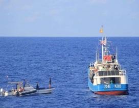 Philippines bắt 2 tàu cá cùng 25 ngư dân Trung Quốc đánh bắt trộm