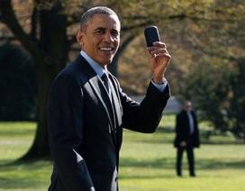 """Tổng thống Obama phải dùng điện thoại """"như đồ chơi"""""""