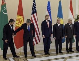 Ngoại trưởng Mỹ John Kerry công du Trung Á