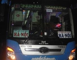 Va chạm với xe khách, vợ tử  vong, chồng và hai con bị thương nặng