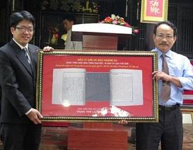 Tặng phiên bản Mộc bản triều Nguyễn về đảo Hoàng Sa