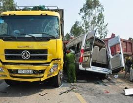 Xe khách đối đầu 2 xe tải, 4 người tử vong