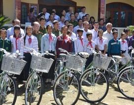 Phó Thủ tướng Trương Hòa Bình hỗ trợ 130 triệu đồng đến Hội Khuyến học