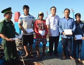 """Hỗ trợ """"nóng"""" đến 5 ngư dân trên tàu cá bị chìm ở Hoàng Sa"""