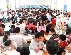 Hơn 950 thí sinh nộp hồ sơ xét tuyển NV1 vào HUTECH trong sáng 1/8