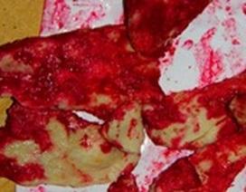 Nghi màu đỏ trên thịt heo chín là do nấm, vi khuẩn gây ra!