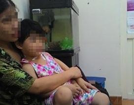 Đang ăn cơm, bố lôi con gái 4 tuổi ra cứa cổ