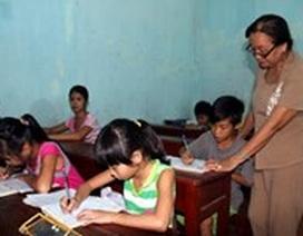 Người phụ nữ gần 10 năm mở lớp học miễn phí cho trẻ lang thang