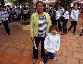 Cô bé dân tộc Ê đê cao 90cm mơ ước làm cô giáo
