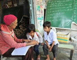 Cô giáo nghèo 18 năm dạy chữ miễn phí cho học trò vùng biên giới