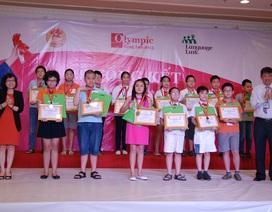 Trao thưởng các học sinh đạt giải Olympic Tiếng Anh Tiểu học lần thứ 12