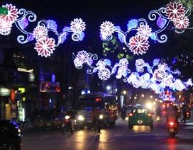 Hà Nội rực rỡ sắc màu chào năm mới 2015