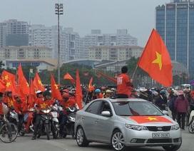 """""""Phe vé"""" trận Việt Nam - Malaysia hóa trang để hoạt động"""