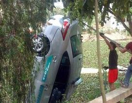 Kỹ năng thoát hiểm khi ôtô rơi chìm xuống nước