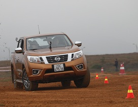 Nissan giảm giá xe bán tải Navara