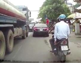 Kinh nghiệm lái ôtô vượt phải trong thành phố