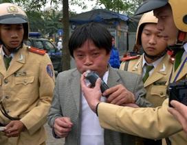 Phạt nặng hành vi uống rượu, bia khi lái xe