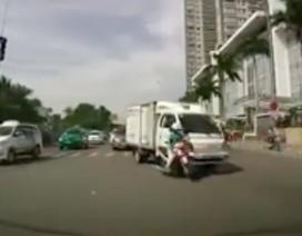 Bịt kín mặt ra đường - Coi chừng tai nạn