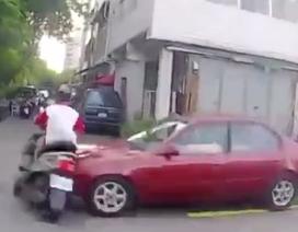 """Xem cảnh sát Trung Quốc """"đua xe"""" cùng tổ lái"""