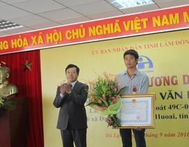 Tài xế Phan Văn Bắc nhận Huân chương Dũng cảm của Chủ tịch nước